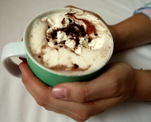 Low Carb Heiße Schokolade mit Sahnehaube