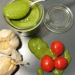 selbstgemachtes Basilikum Pesto mit Parmesan