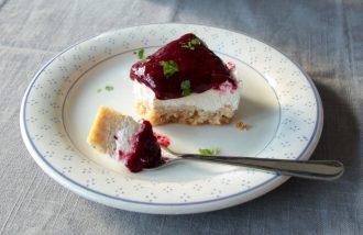 Cremiger Beerenkuchen, mit knusprigem Boden ganz ohne Mehl