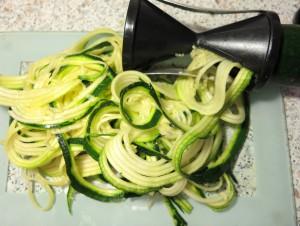 Zucchini Nudeln super schnell gemacht dank Spiralschneider