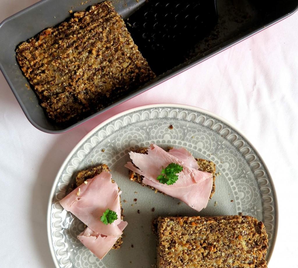 Brot mit Mehl war gestern! - Dieses Eiweißrot Rezept besteht aus leckeren Körnern und Nüssen
