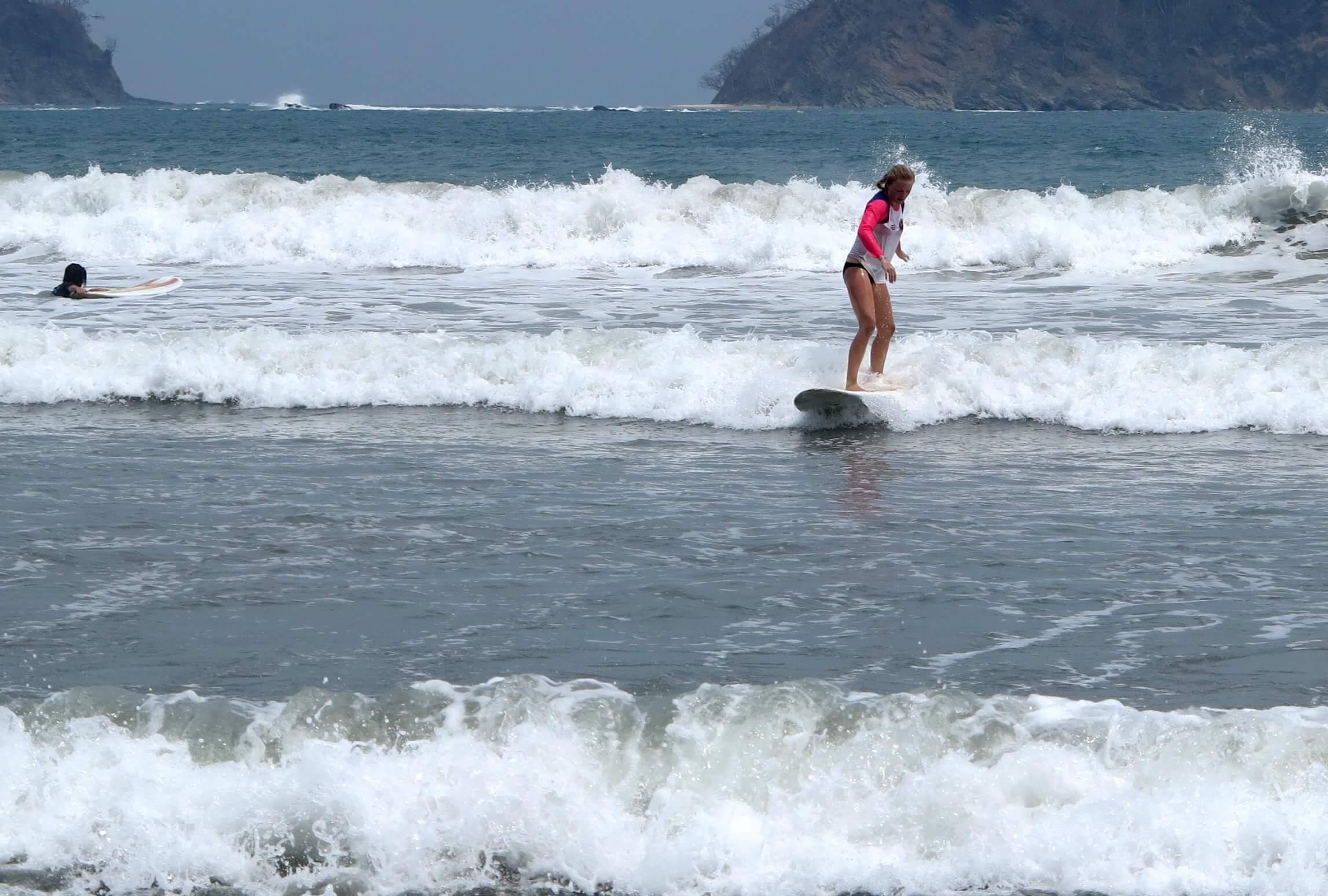 Der Strand in Samara bietet sehr gute Wellen für Anfänger