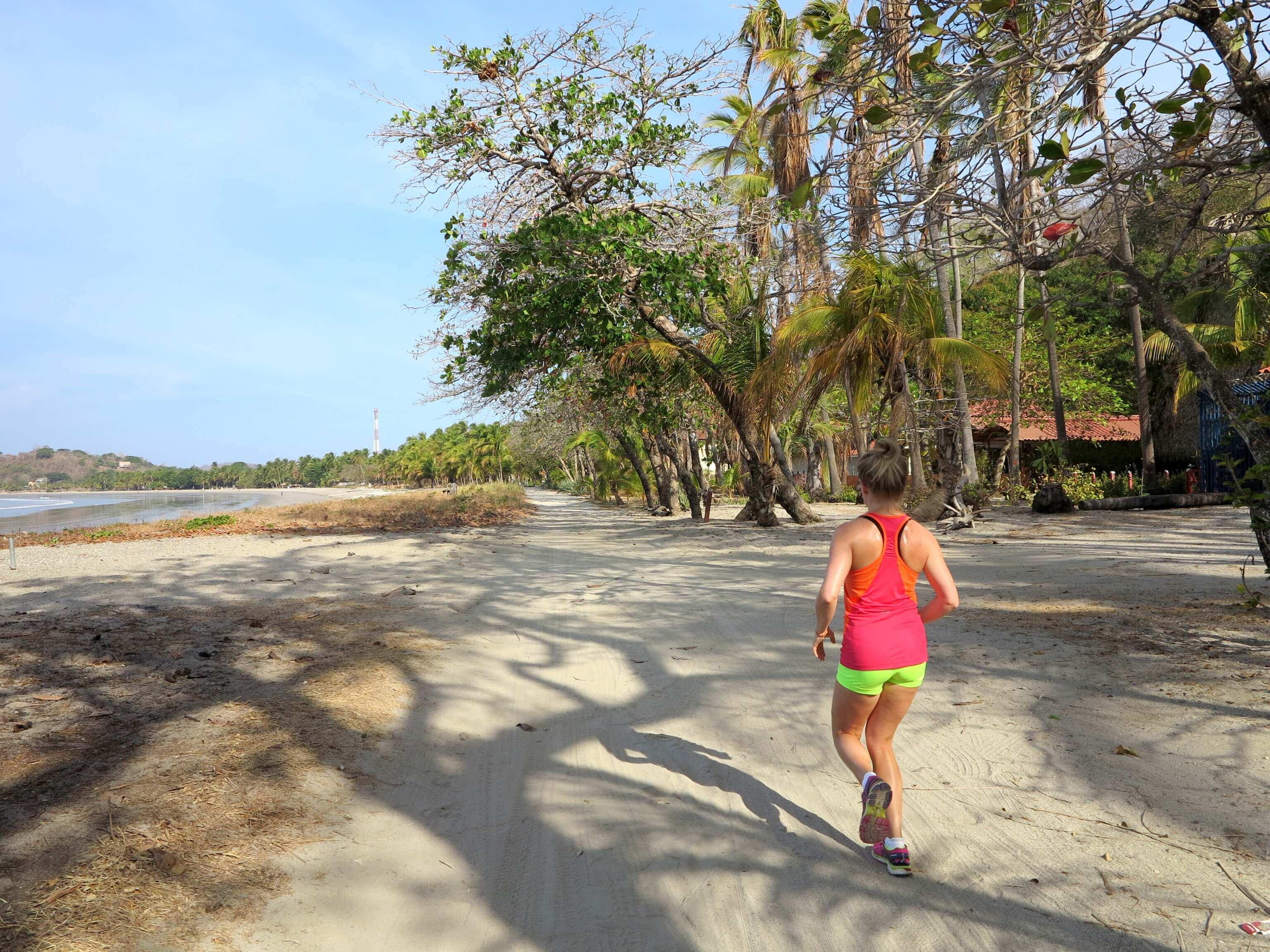 Der lange Beachway lädt zum Joggen am Morgen ein