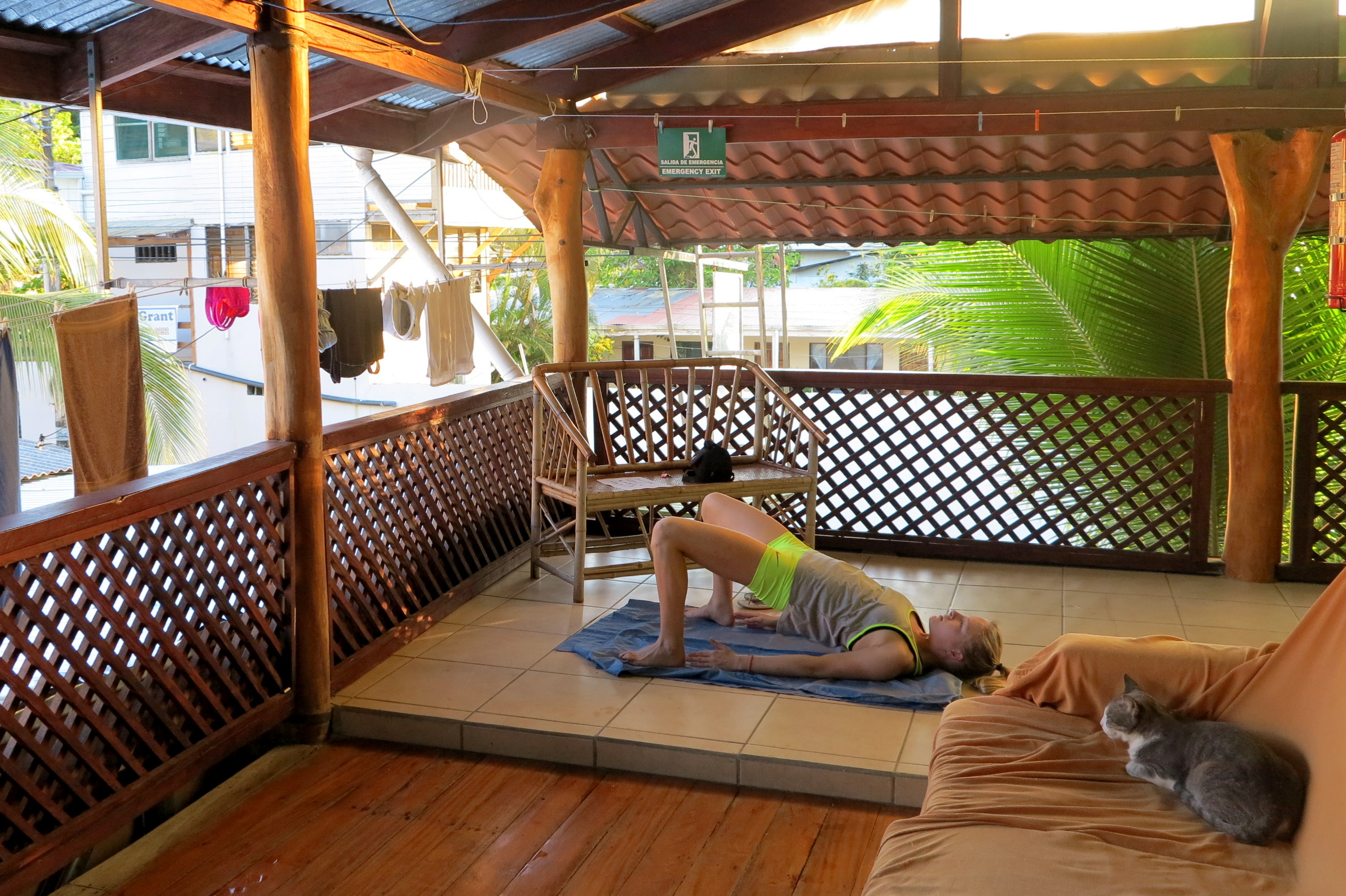 Ein kleines Yogaworkout auf der Terasse des Hotels Sec & Secure im wunderschönen Puerto Viejo