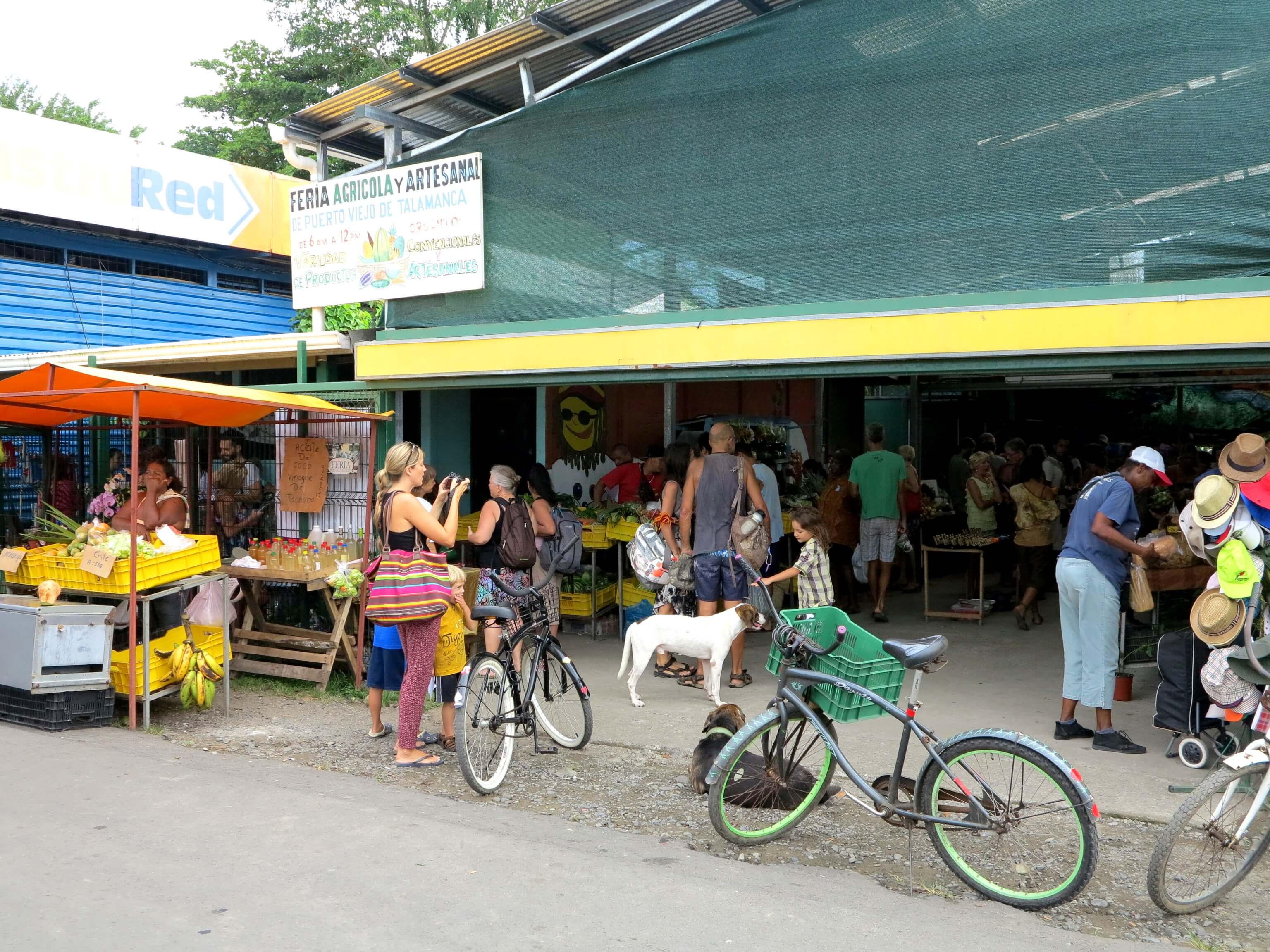 Farmers Market mit Organic Food in Puerto Viejo