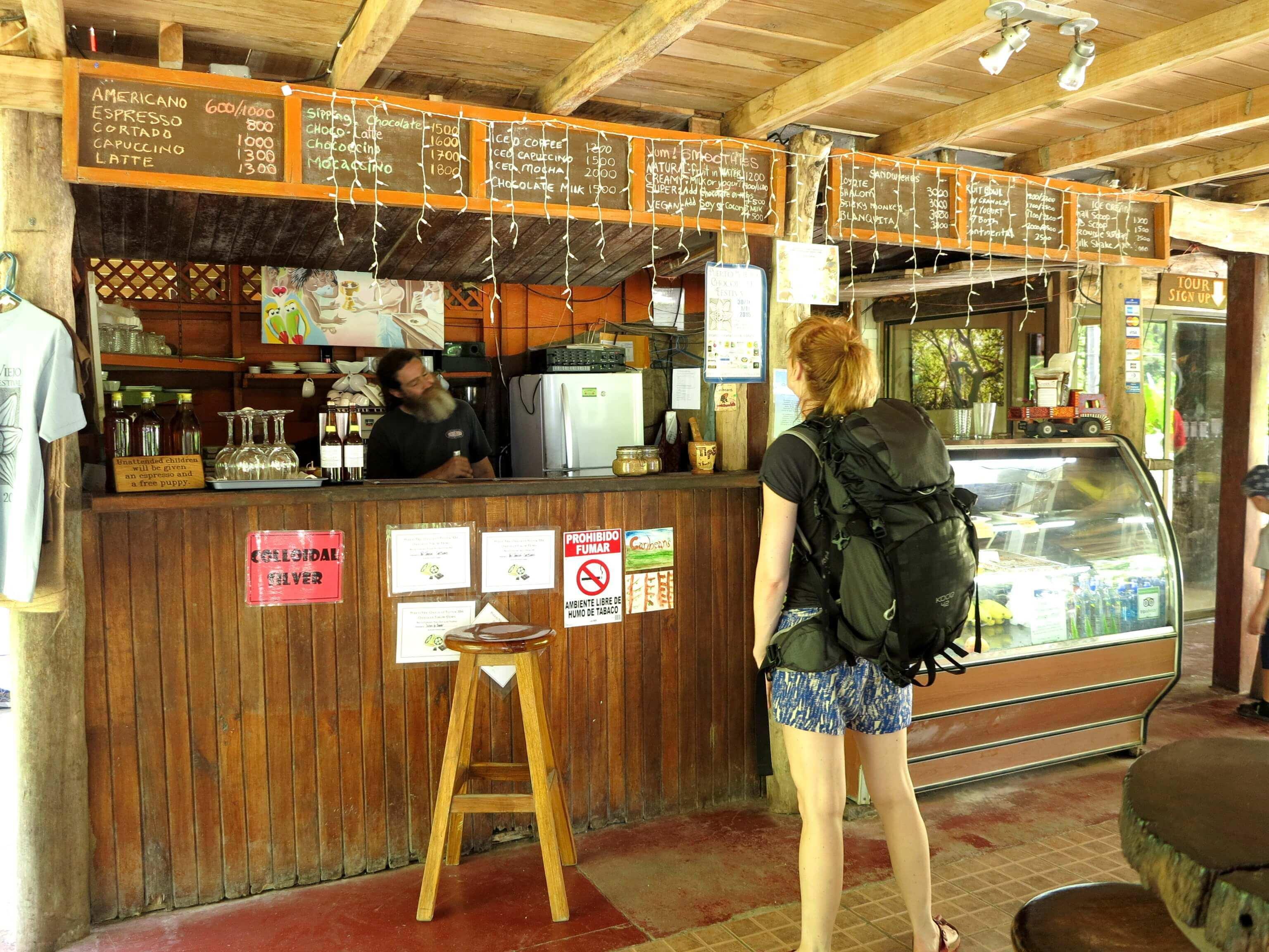 Im Café der Kakaofarm lassen sich die Kakaobohnen in jeglicher Art und Weise genießen