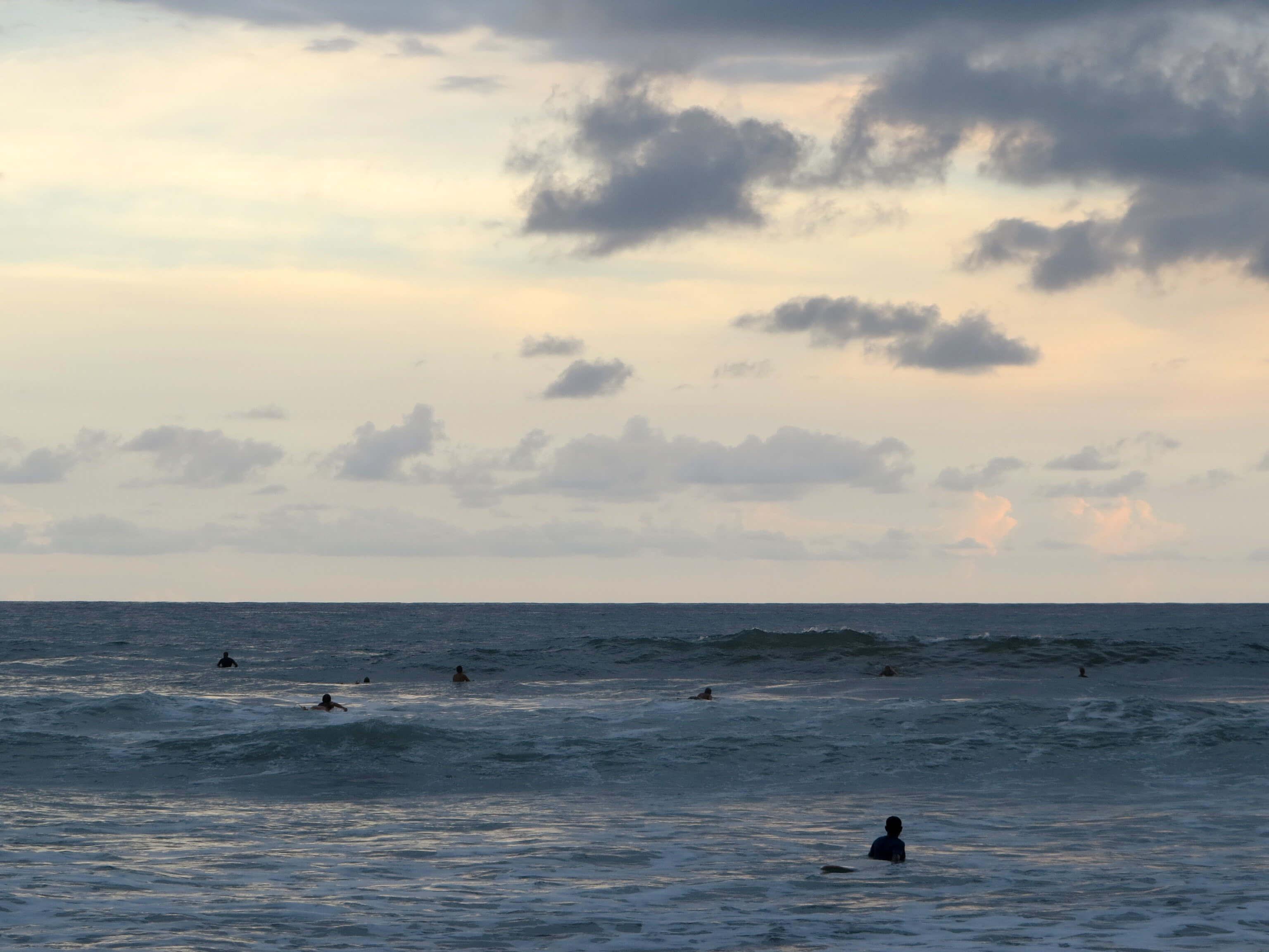 Surferansturm am Abend