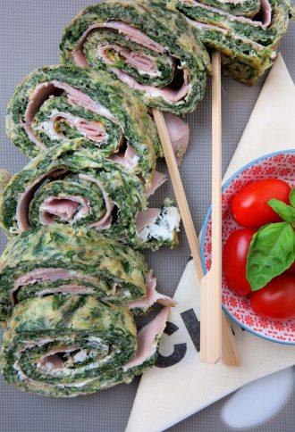 Low Carb Rolle aus Spinat und Ei mit einer Schinken-Frischkäse Füllung