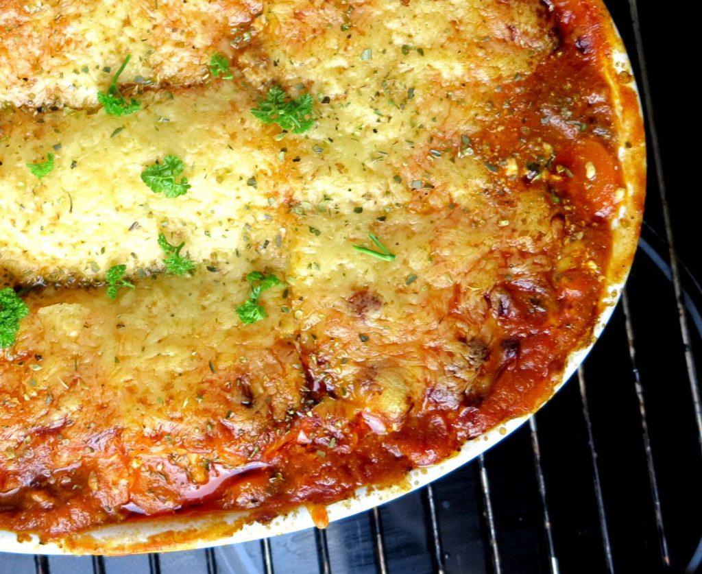 Low Carb Zucchini Lasagne mit knackigem Gratinkäse