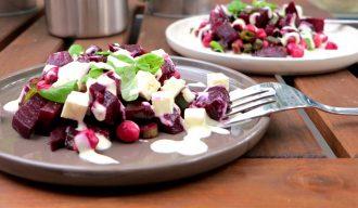 Low Carb Rote-Bete-Kichererbsen-Salat mit cremiger Low Carb Salatsoße