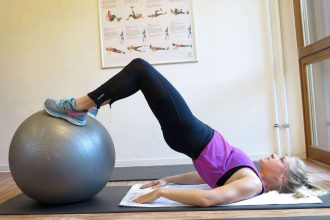 Gymnastikball Workout Po/ Beine