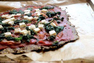 Super knusprige Kohlenhydratfreie Pizza aus Leinsamen