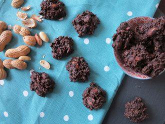 Low Carb Erdnussberge mit Amaranth und dunkler Schokolade