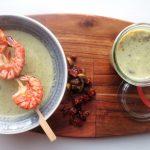 Cremige Low Carb Brokkoli Suppe mit Riesengarnelen