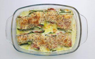 Zucchini Röllchen gefüllt mit Mozzarella und Schinken