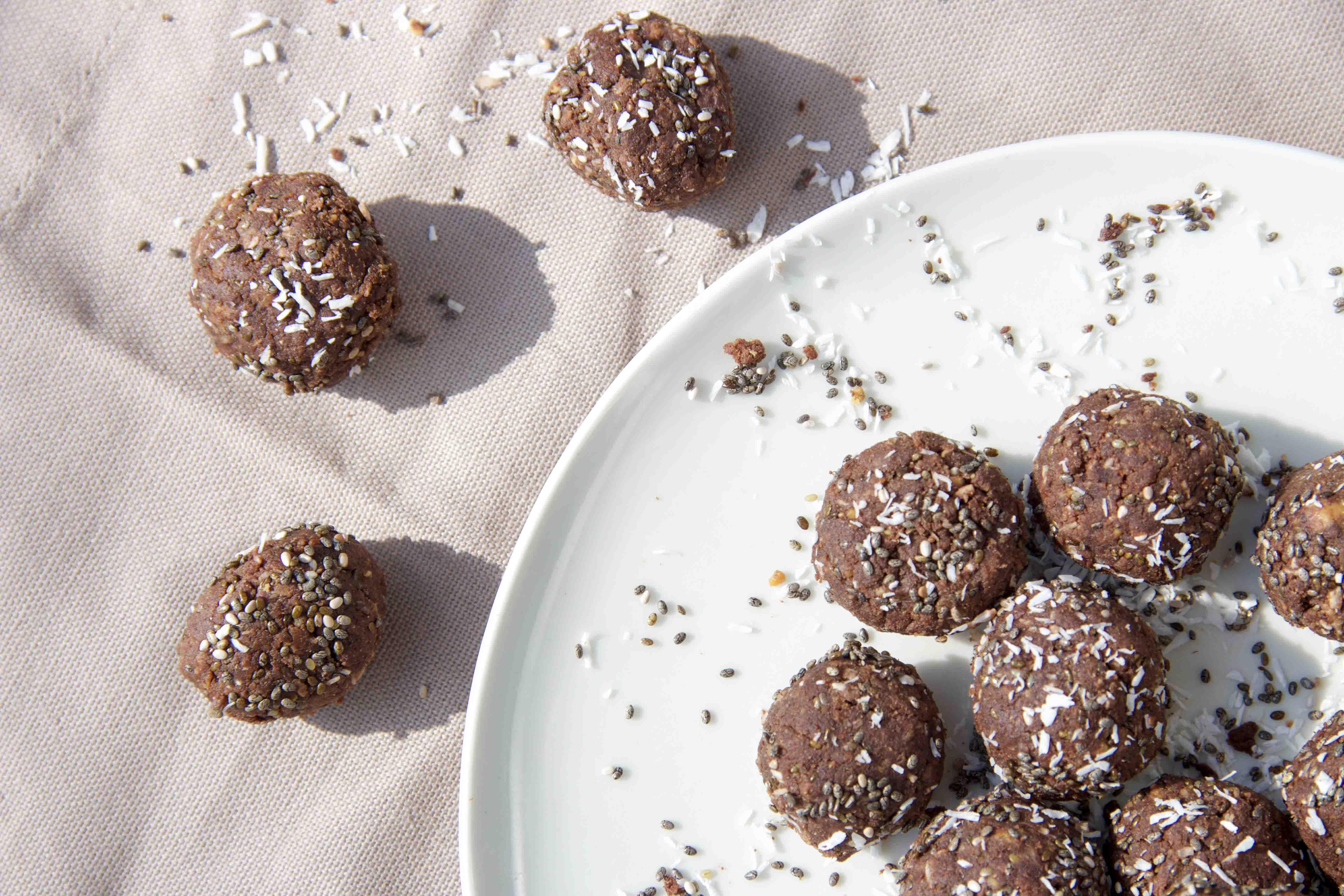 Gesunde Aprikosen-Chia-Energyballs - der perfekte Powersnack für zwischendurch