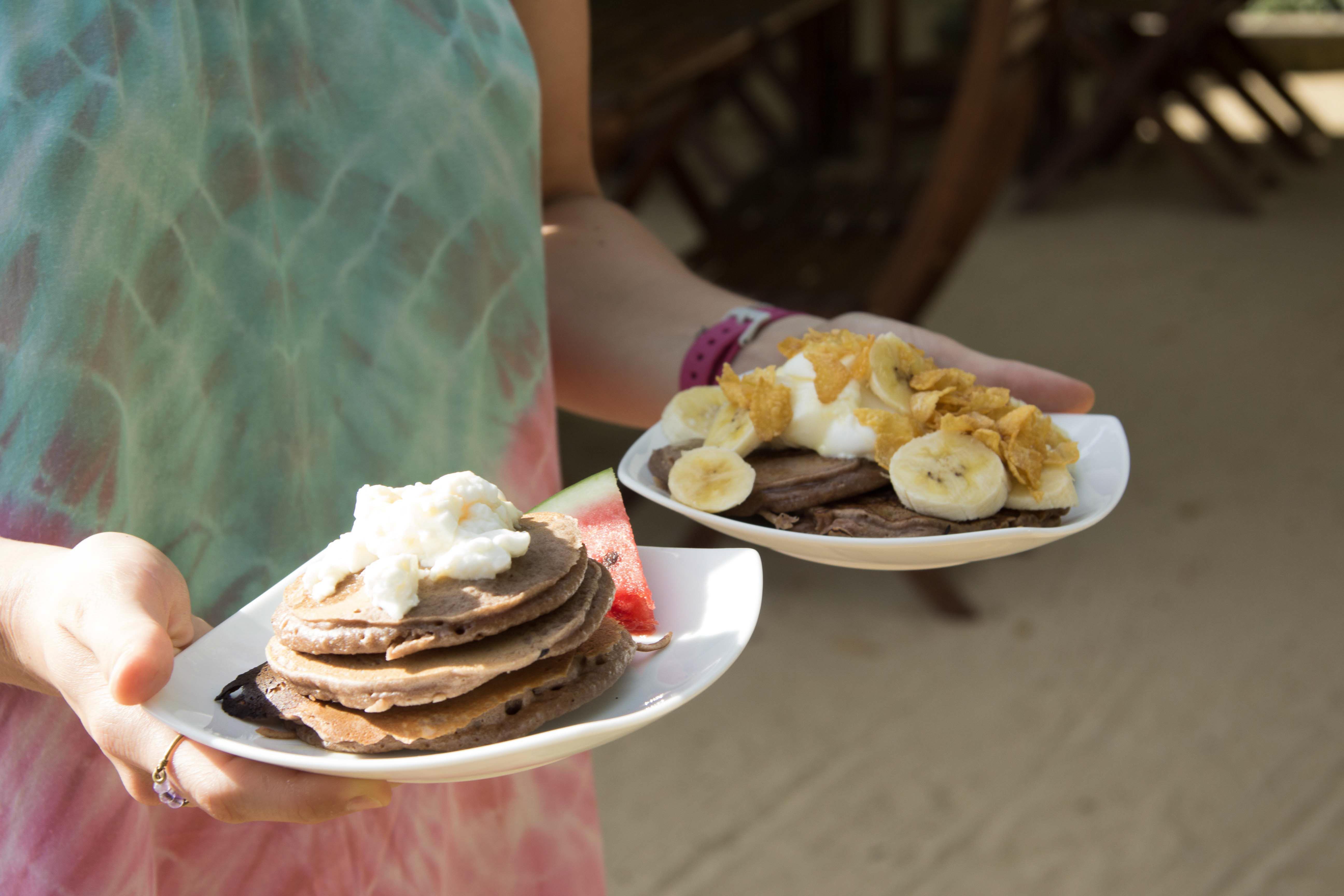 Pancakes mit Früchten - Frühstück im Hotel Bay Vista - Arugam Bay