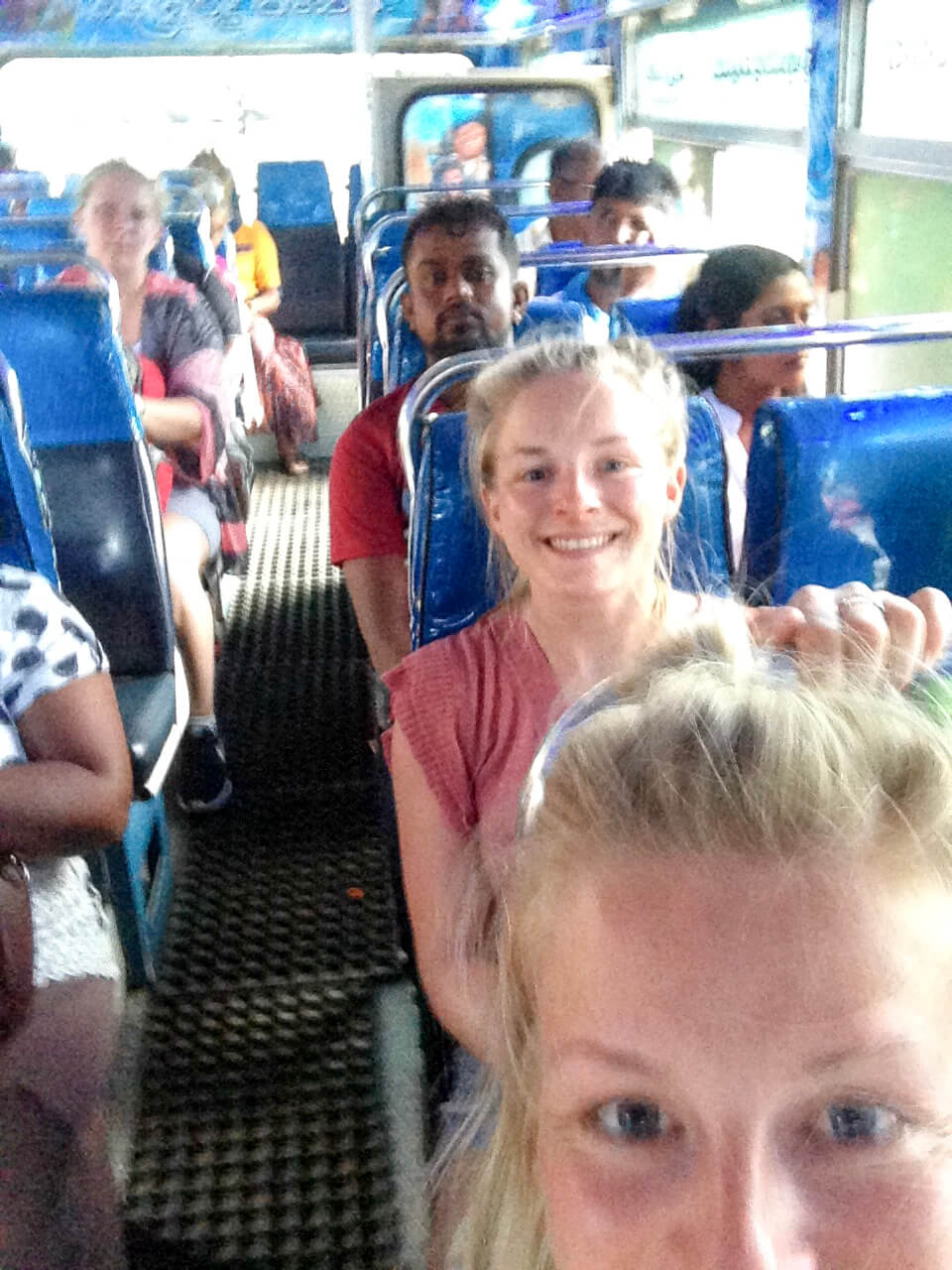 Verrückte Zugfahrt von Mirissa nach Galle - wie das Bild zeigt hat es super viel geruckelt :)