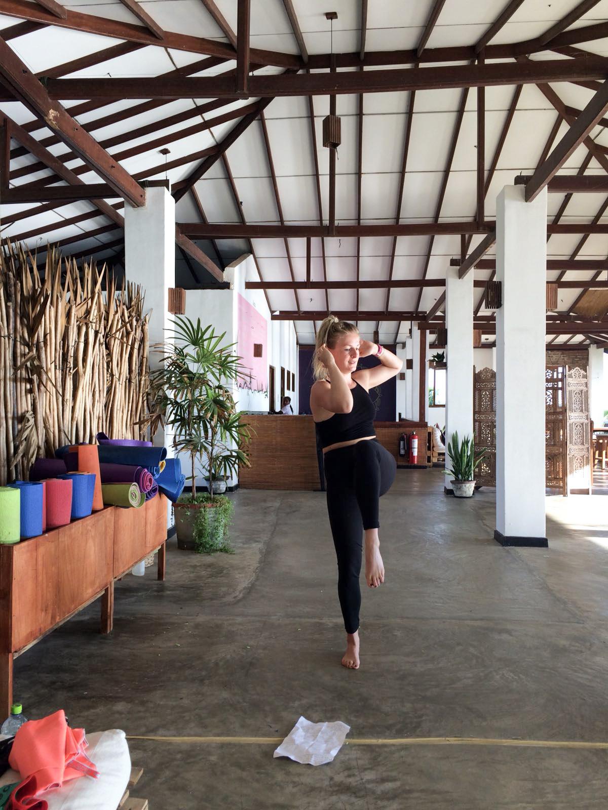 Kleines Workouts auf der Yogaterrasse vom Bay Vista Hotel in Arugam Bay