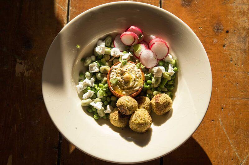 Falafel Salat Rezept mit Hummus