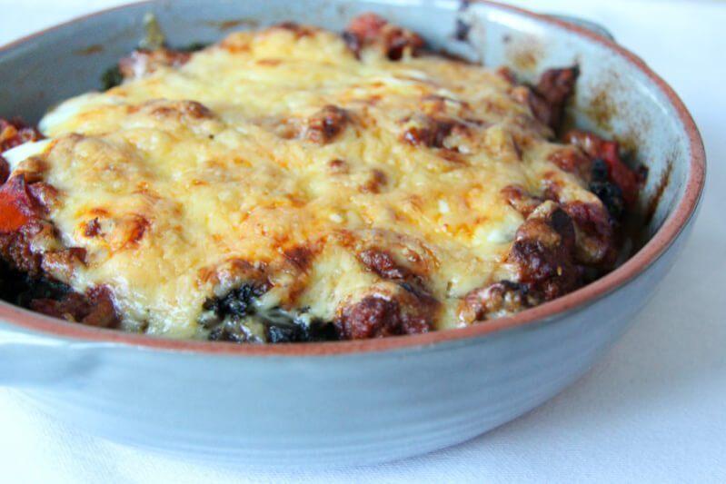 Knusprig überbackene Grünkohl Lasagne mit saftigem Rindfleisch