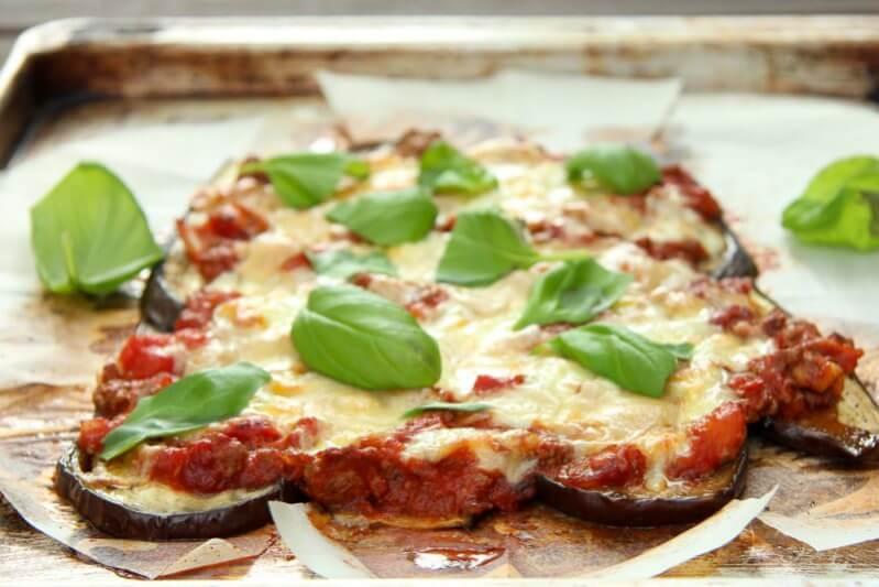 Low Carb Auberginen Pizza mit Rinderhack