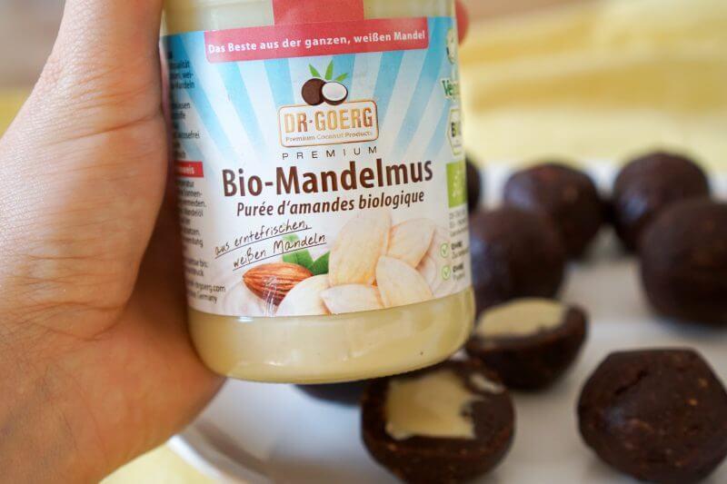 Almond Butter Balls mit weißer Mandelbutter