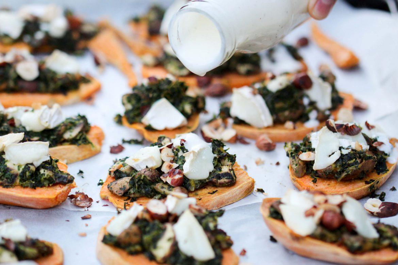 Überbackene Süßkartoffel mit Grünkohl, Champignons & Ziegenkäse