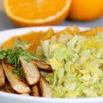 Gesunder, süßer Wirsingsalat mit Hirse und knusprigen Pastinakenpommes