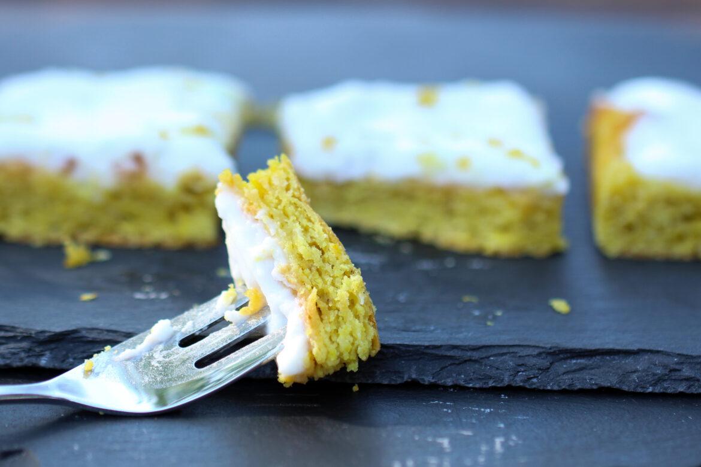 Saftiger Low Carb Zitronenkuchen vegan mit Seidentofu